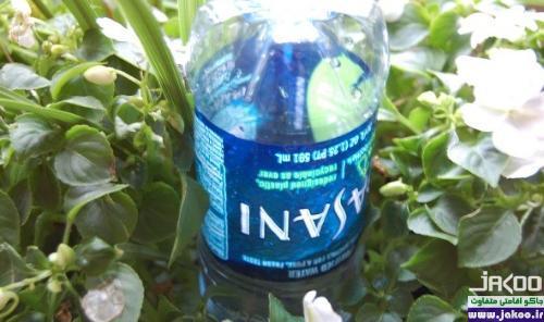 آبیاری گیاهان با استفاده از بطري نوشابه خانواده