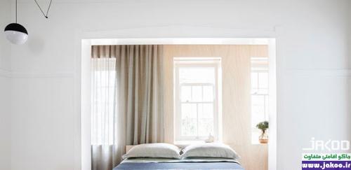 استفاده از آینه روبروی تخت خواب برای بزرگ کردن فضای اتاق و انعکاس نور