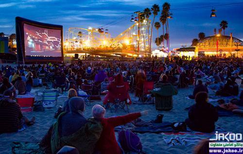سینمای روباز ساحلی در جزیره ی زیبای سانتورینی یونان