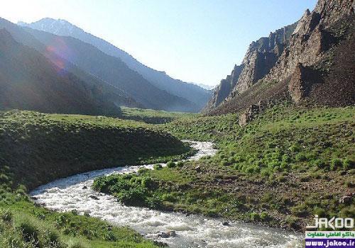 رودخانه خروشان دهستان آسارا در جاده چالوس